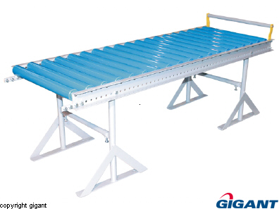 Conveyor with plastic rollers